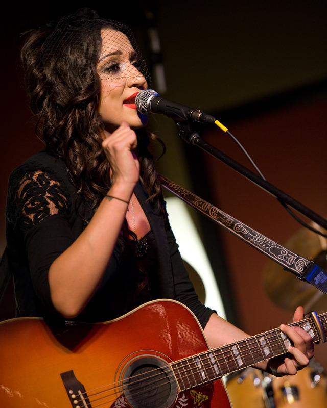 lindi-ortega-seattle photo_20794_0-6