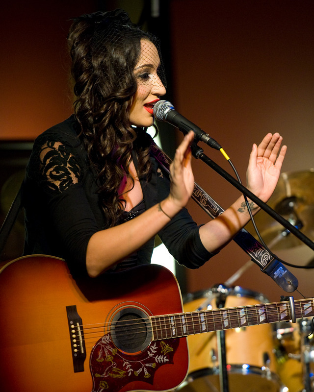 lindi-ortega-seattle photo_20794_1-2