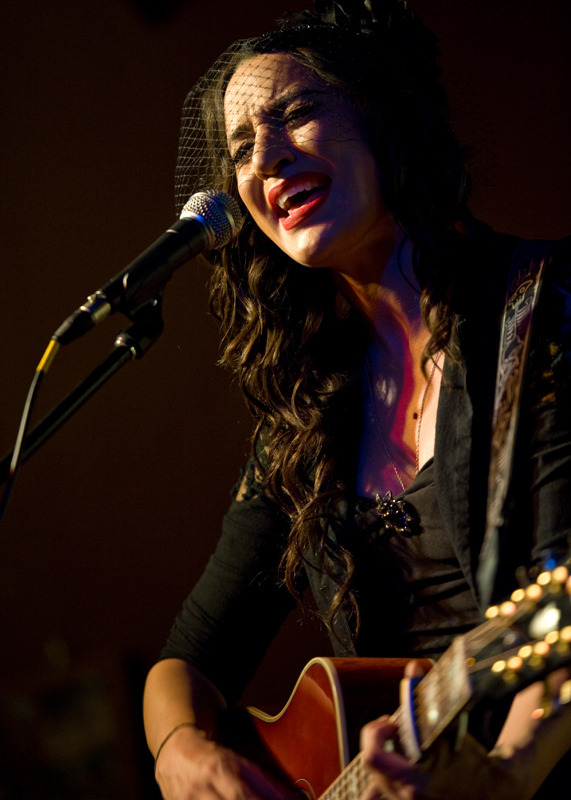 lindi-ortega-seattle photo_20794_1-4