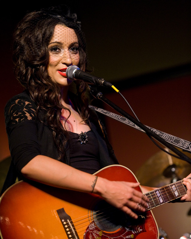 lindi-ortega-seattle photo_20794_1-6