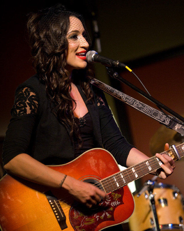 lindi-ortega-seattle photo_20794_1-9