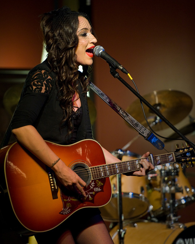 lindi-ortega-seattle photo_20794_2-2