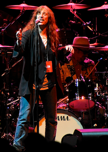 neil-youngpatti-smith photo_25682_1-3