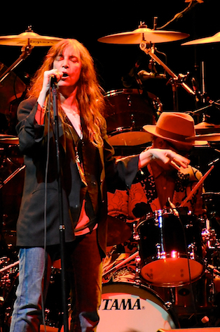 neil-youngpatti-smith photo_25682_1