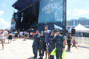 Brett Eldredge with Military Volunteers