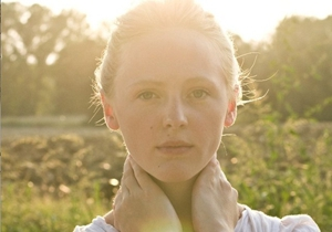 "Laura Marling Announces ""Working Holiday Tour"""