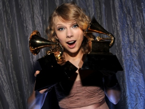 Taylor Swift, Phoenix, Steve Earle Honored at 2010 Grammy Awards
