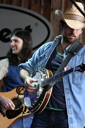 The Avett Brothers Add Tour Dates, Donate to Flood and Oil Spill Relief