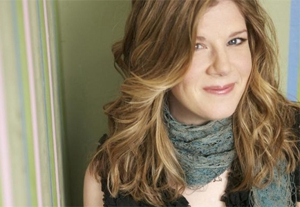 Watch a Dar Williams Video Featuring Gary Louris