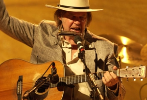 Neil Young Debuts Five New Songs