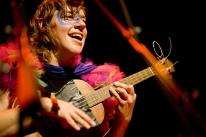 tUnE-yArDs Announces Expansive Tour Dates