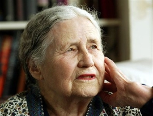 Doris Lessing wins '07 Nobel Prize for Literature