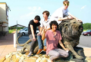 Deerhunter kick off tour, <em>Microcastle</em> gets physical