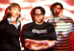 Yo La Tengo Takes its <em>Popular Songs</em> Around the World