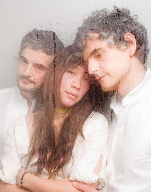Watch Blonde Redhead's 4AD Session