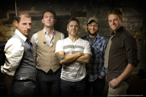 "Video Premiere: The Infamous Stringdusters - ""Don't Mean Nothin'"""