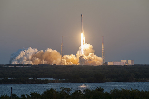 1. falcon 9 liftoff.jpg
