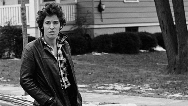 Bruce Springsteen Delivers a Rough Memoir in <i>Born to Run</i>
