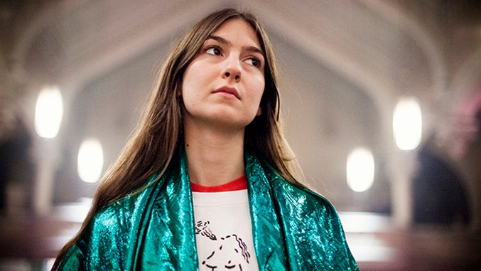 Live Photos: Weyes Blood Transforms Brooklyn's Park Church Co-Op  into a Pyschedlic Confessional