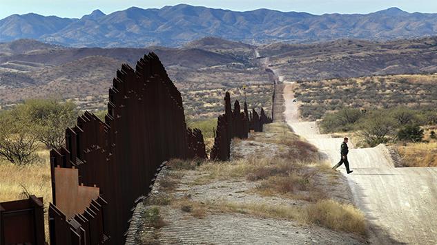 Arizona City Calls on Federal Government to Remove Razor Wire from Border Wall