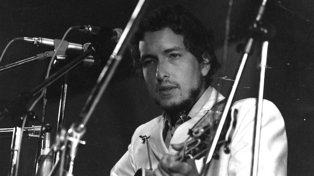 Listen to Bob Dylan and The Band Perform on This Day in 1974