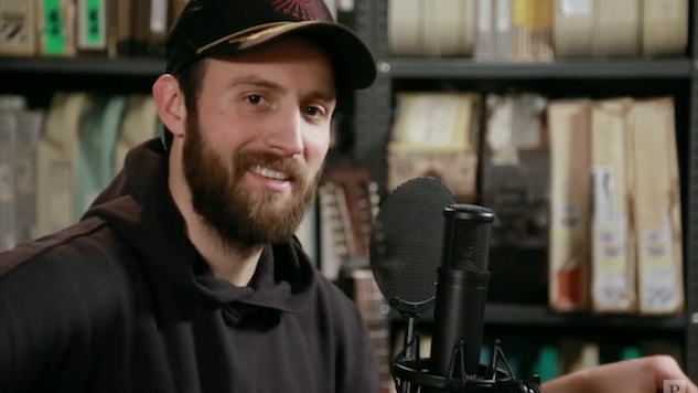 Watch Ruston Kelly Do His Best 'Dirt Emo' in the <i>Paste</i> Studio