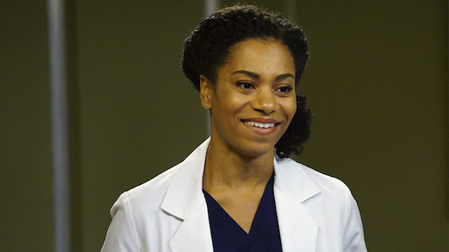 <i>Grey's Anatomy</i>'s Kelly McCreary on Maggie's Big Decision, Binge-Watching <i>Grey's</i> and Working with Jasmine Guy