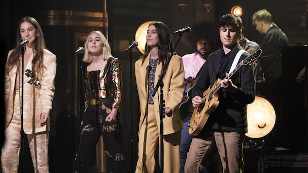 Watch Vampire Weekend Perform with Haim on <i>The Tonight Show</i>