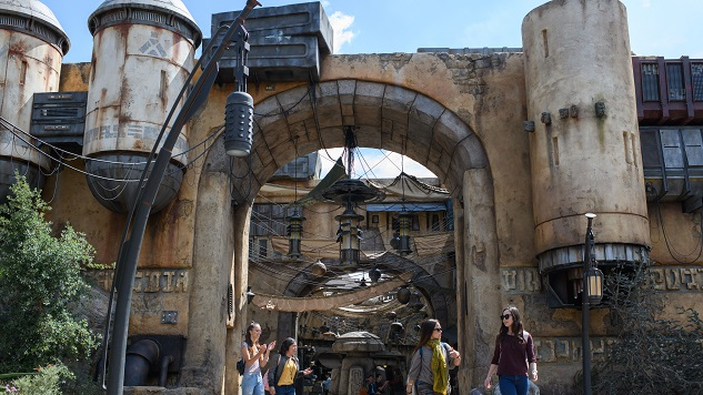 Star Wars: Galaxy Edge's First Day Without Reservations Goes Smoothly