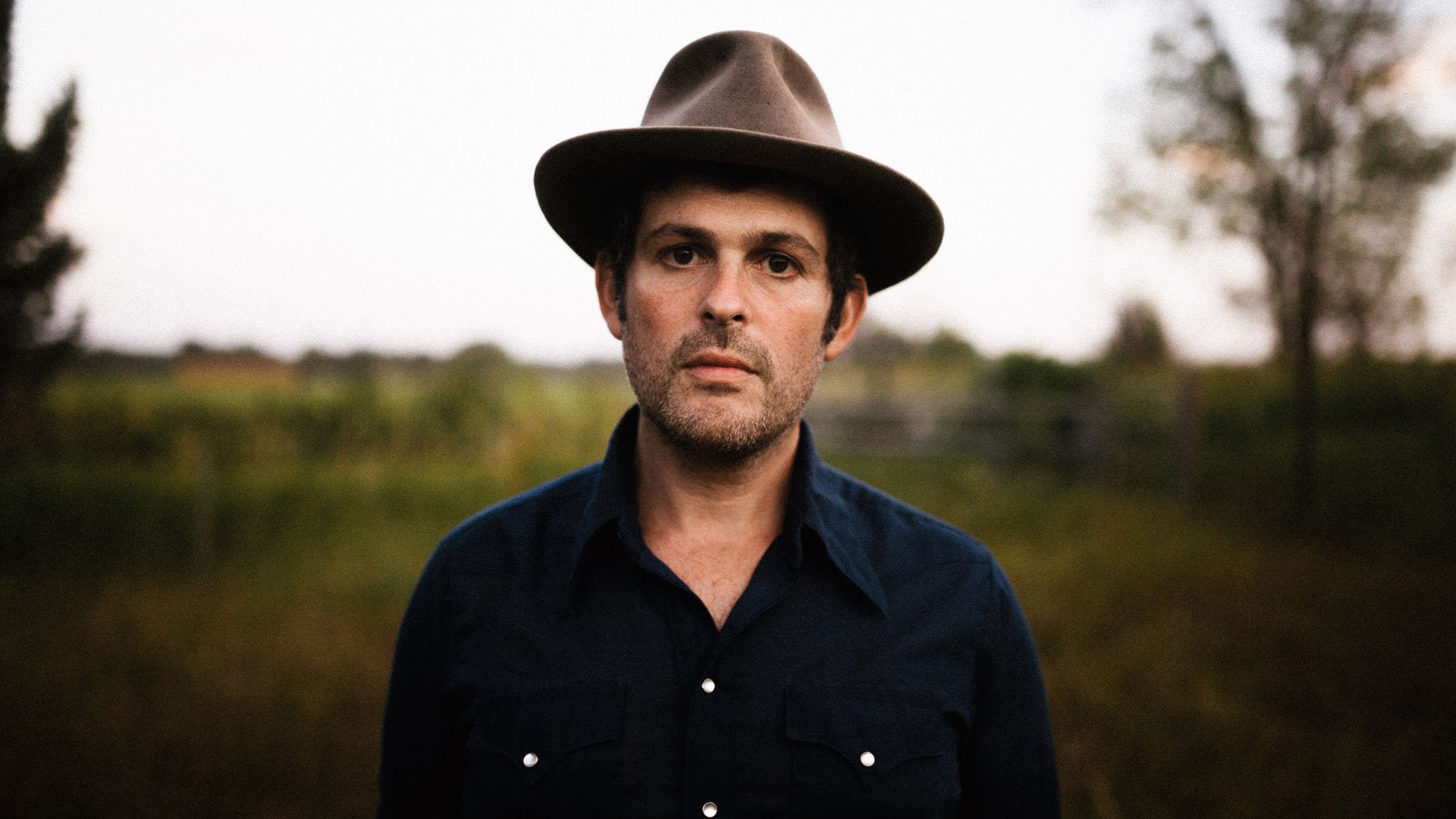 "Exclusive: Watch Gregory Alan Isakov's New Live Video for ""Southern Star"""