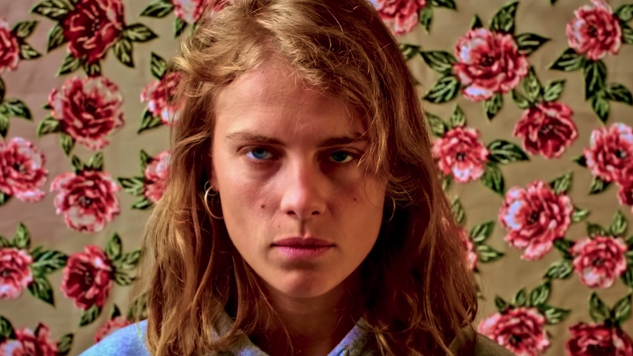 "Marika Hackman Centers Female Self-Pleasure in NSFW ""hand solo"" Video"