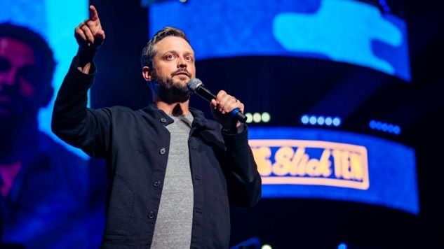 Nate Bargatze on His Sitcom Pilot, Beat-up Busses and the Comfort of Applebee's