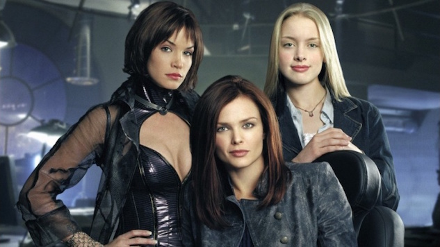 ICYMI: <i>Birds of Prey</i> Was The WB&#8217;s Sexy, Girl-Powered Counterpart to <i>Smallville</i>
