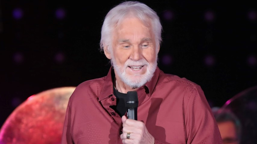 Country Icon Kenny Rogers Dies at 81