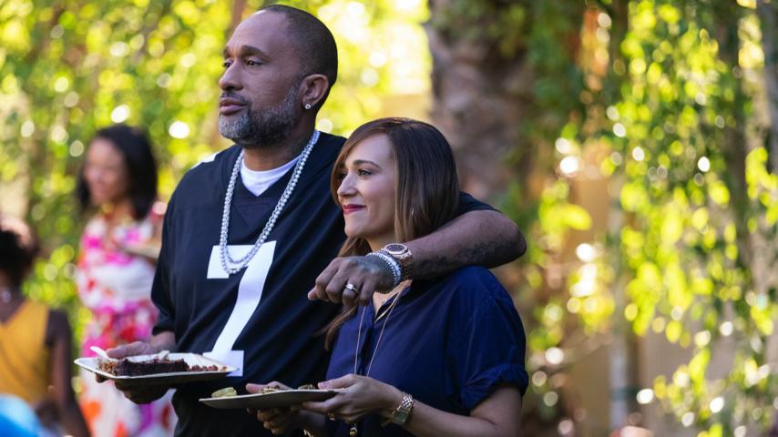 Kenya Barris and Rashida Jones Are <i>#blackAF</i> in Irreverent First Trailer for New Netflix Series