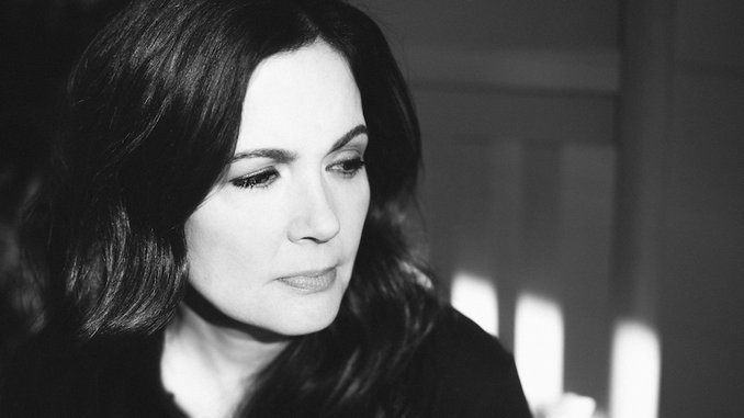 """Lori McKenna Announces New Album <i>The Balladeer</i>, Shares New Song """"When You&#8217;re My Age"""""""