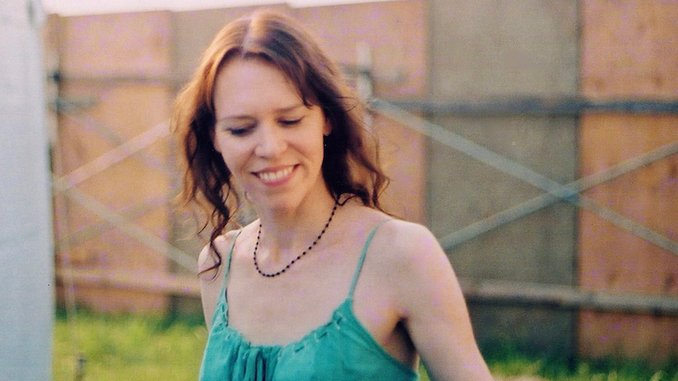 """Gillian Welch Shares Previously Unreleased Song """"Happy Mother's Day"""""""