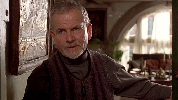 Sir Ian Holm, Star of <i>Lord of the Rings</i> and <i>Alien</i>, Dies at 88