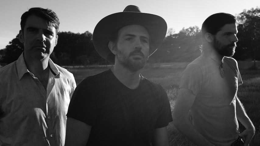 "The Avett Brothers Share New Single ""Back Into The Light"""