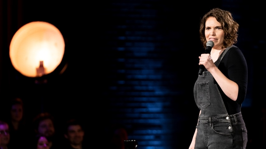 Beth Stelling's Excellent <i>Girl Daddy</i> Kicks Off HBO Max's Original Stand-up Specials