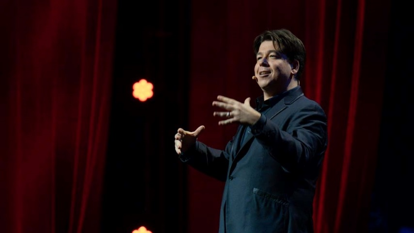 Michael McIntyre Shows What Minimalist Showmanship Looks Like in His New Stand-up Special