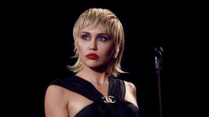Miley Cyrus Unveils Tracklist for New Album <i>Plastic Hearts</i>