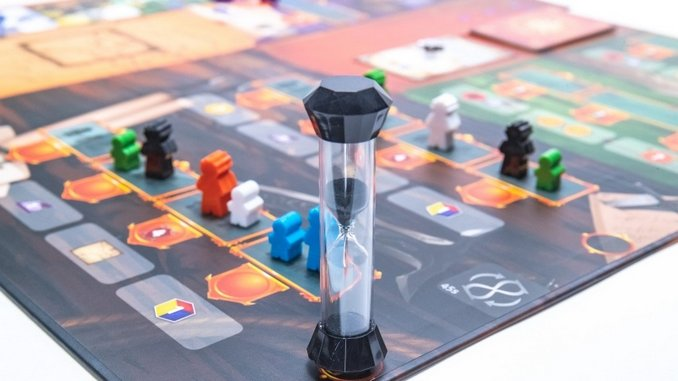 The Unique <i>Pendulum</i> Is an Ingenious Board Game