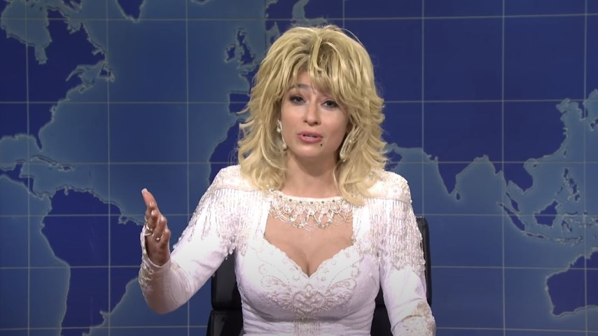 Here's a Surprisingly Accurate Dolly Parton Impression from <i>Saturday Night Live</i>