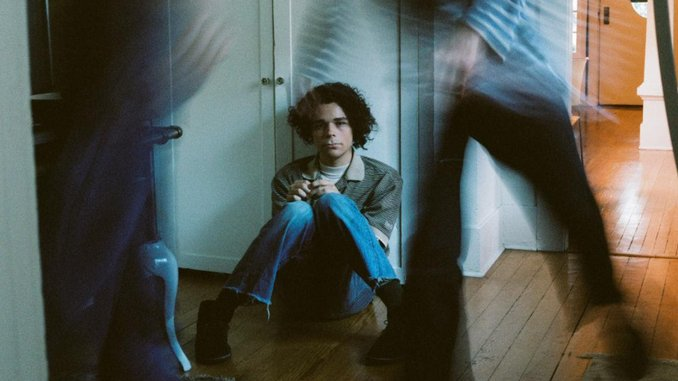 """Charlie Hickey Announces Debut EP, Shares """"Ten Feet Tall"""" feat. Phoebe Bridgers"""