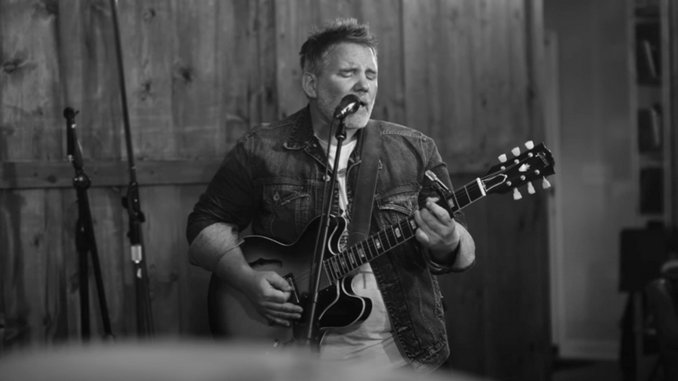 """Exclusive: Thad Cockrell Shares Live Video for """"Slow And Steady"""""""