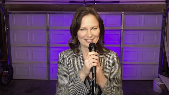 Mary Lynn Rajskub Shows Us How to Do Comedy During a Pandemic in Her New Stand-up Special