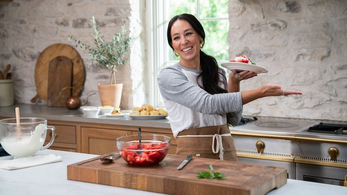 <i>Magnolia Table with Joanna Gaines</i> Is the Relaxing Food Show I've Needed During the Pandemic