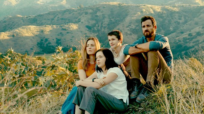 Apple TV's Derivative <i>The Mosquito Coast</i> Disappoints, Despite a Magnetic Justin Theroux
