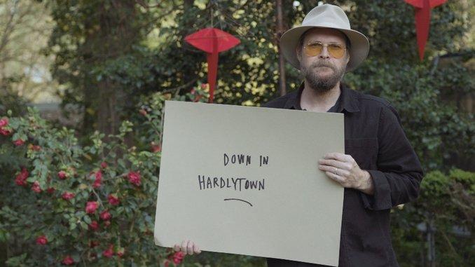 """Hiss Golden Messenger Shares Bob Dylan-Inspired Video for New Single """"Hardlytown"""""""
